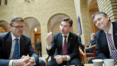 Terje Breivik, Henrik Asheim og Jan Steinar Engeli Johansen fortalte om det nye tiltaket i Vandrehallen på Stortinget.