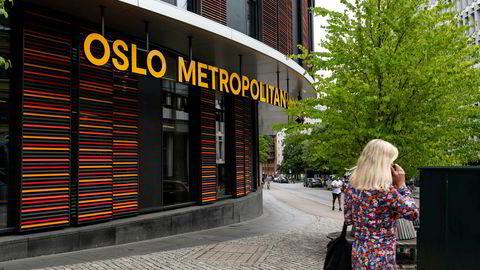 De nye skiltene utenfor Oslomet på Bislett har skapt sterke reaksjoner blant de ansatte.