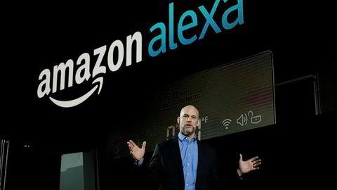 Mike George, sjef for Alexa i Amazon, snakker om smarte hvitevarer under CES-messen i Las Vegas i år.