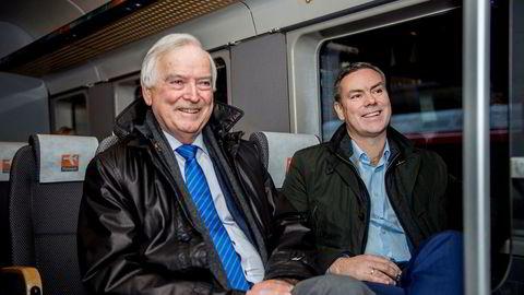 Storeier Per Sævik (til venstre) og rederisjef Njål Sævik er lettet over at Havila er reddet. Mandag ettermiddag var de på vei til Gardermoen for styremøte.
