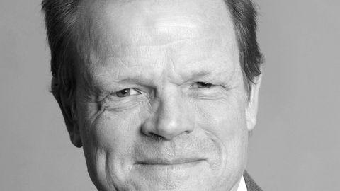 Gunnar S. Eskeland, professor ved NHH, mener nordmenn ikke har grunn til å bekymre seg over høyere drivstoffpriser etter at CO2-avgiften blir satt opp med fem prosent.