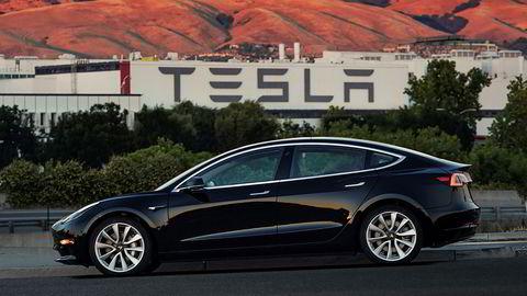 Tesla leverte i forrige uke de 30 første eksemplarene av «billigmodellen» Model 3 til eierne.