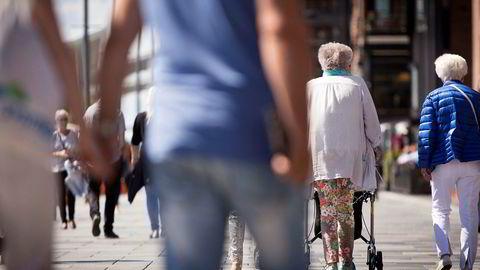 Myndighetene kan lette den økonomiske byrden ved å øke pensjonsalderen.