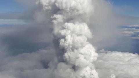 Åtte personer er skadd etter ha gått tur på vulkanen Ontake da den brøt ut. Foto: Kyodo News/AP Photo/NTB Scanpix