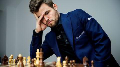Pernille Huseby, generalsekretær i Actis, mener det er feil at Norges Sjakkforbund gjør seg avhengig av spillindustrien. Faren til Magnus Carlsen, Henrik Carlsen, har derimot vært positiv til avtalen med Kindred.
