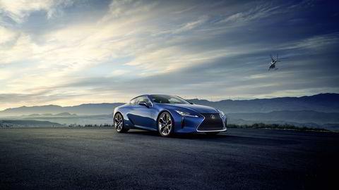 Lexus LC 500h vil nok vekke oppsikt da den kommer til neste år. Alle foto: Lexus