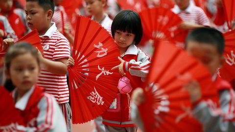 Det fødes for få barn og eldrebølgen er i ferd med å slå til for fullt i Kina. Ettbarnspolitikken blir sannsynligvis opphevet i år.