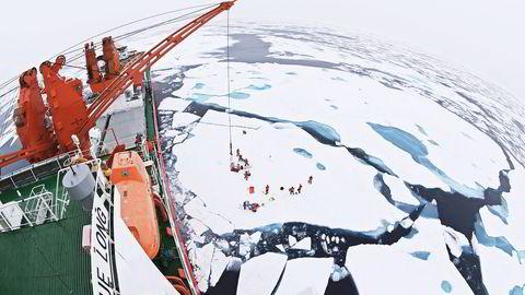 ARKTIS. «MV Xue Long» betyr «Snødragen» og er forskningsfartøyet for Det kinesiske polarforskningsinstitutt. Foto: Timo Palo