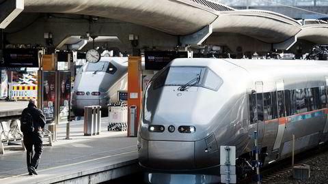 Både NSB og Flytoget får frakte passasjerer til Gardermoen i dag, men NSB mener det er for liten anledning til å debattere Flytogets stilling i markedet.