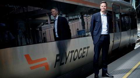Administrerende direktør Philipp Engedal i Flytoget bekrefter at pilene peker oppover, i likhet med FNI- indeksen fra BI og Retriever.