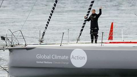 Den unge svenske klimaaktivisten Greta Thunberg startet å skolestreike for klima. Nå er hun invitert til klimatoppmøte i New York, men nekter å fly dit. Løsningen ble å seile med en høyteknologisk konkurranseyacht med den yngste sønnen til den monegaskiske prinsessen Caroline, Pierre Casiraghi som skipper.