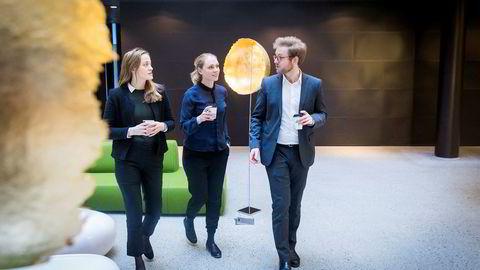 Hans Henrik Urdahl søkte ikke jobber i det offentlige da han jaktet sin første jobb etter NTNU-studiene. Her er han med PA Consulting-kollegene og økonomene Ømjer Gehrken Hjeltnes og Julie Wanderås Tronstad.