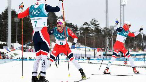 Simen Hegstad Krüger, Martin Johnsrud Sundby og Hans Christer Holund fra Oslo-klubbene Lyn og Røa jubler for tredobbelt på tremila i OL. De tre løperne utgjør tre av fire løpere, som er tatt ut til å gå 15-kilometeren fredag og Oslo-klubbene kommer trolig også til å utgjøre minst halvparten av stafettlaget kommende uke.