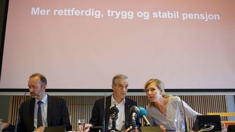 Aps finanspolitiske talsperson het Marianne Marthinsen og Trond Giske var nestleder. Noen måneder senere hadde Giske tatt hennes plass. Nå har han ingen av vervene.