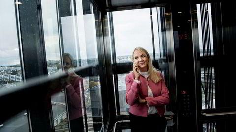 Hotelldirektør Ulrika Larsson sammenligner hotellmarkedet i Stavanger siden oljeprisfallet i 2014 med en berg-og-dalbanetur i det hun tar heisen opp til 21. etasje på Scandic Forum i Stavanger.