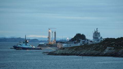 Fregatten KNM Helge Ingstad er evakuert og står i fare for synke etter en kollisjon med en tankbåt ved Stureterminalen i Øygarden. Alle i fregatten er evakuert.