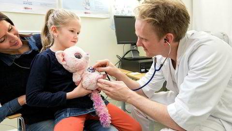 I Norge er det uomtvistet og dokumentert mangel på leger og sykepleiere.