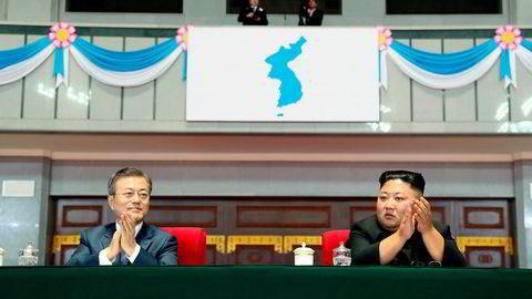 Moon Jae-in ber om en fredfull fremtid fremover mellom sør-koreanere og nord-koreanere. Her er han med Nord-Koreas leder Kim Jong Un.