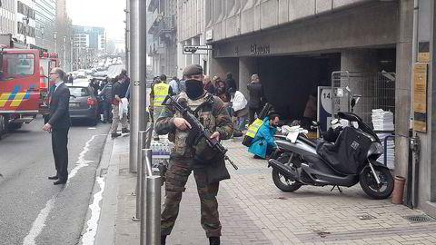 En drøy time etter terrorangrepet på flyplassen i Brussel, ble det utløst en bombe på en t-banevogn på Maelbeek-stasjonen i Brussel-sentrum.Foto: Cédric Simon/AFP/NTB Scanpix