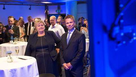 Her statsminister Erna Solberg og konsernsjef Arve Regland i Entra under grunnsteinsnedleggelsen for Media City i Bergen