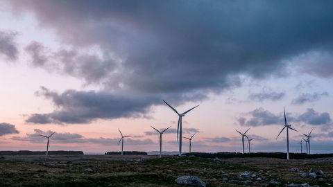 Høg-Jæren vindpark med sine 32 vindturbiner ruver over jærlandskapet. Noen har tjent gode penger på vindkraftutbyggingen, men nå er de uenige om oppgjøret.