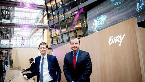Det nordiske IT-selskapet EVRY fikk aksjene skutt opp i været ved børsåpning mandag morgen. Fra venstre Henrik Schibler økonomisjef, og konsernsjef Björn Ivroth i Evry.