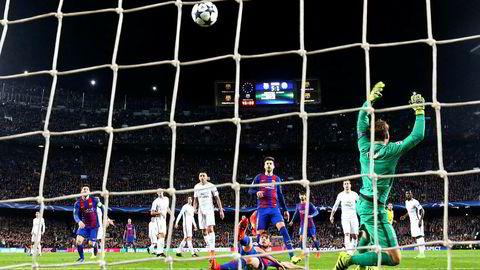 Nylig, i en av tidenes villeste mesterligakamper, scoret Barcelonas Sergi Roberto (liggende) det avgjørende målet som sendte den spanske klubben til kvartfinalen i årets Champions League.