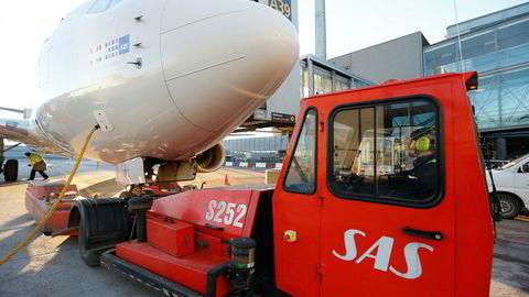 Lønns- og arbeidsvilkår ble svekket da SAS Ground Handling ble solgt til Widerøe, ifølge fagforeningen Junit. Nå truer bakkeansatte ved norske flyplasser med streik hvis de ikke får gjennomslag i lønnsforhandlingene.