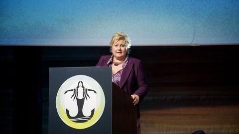 Statsministeren legger skylda for den økende ledigheten i oljenæringen på forrige regjering, sier forfatteren. Foto: Thomas Haugersveen