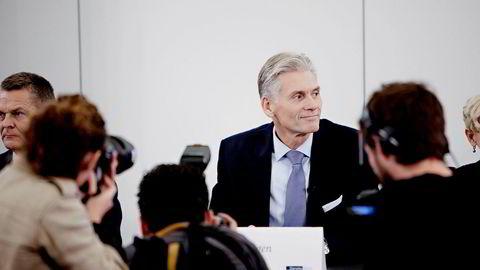 Fra Pressekonferansen onsdag formiddag hvor Danske Banks egen granskningsrapport ble fremlagt. Den nye rapporten gjør at danske Finanstilsynet nå vil ta opp igjen undersøkelsene. Til venstre styreleder Ole Andersen, i midten konsernsjef Thomas Borgen.