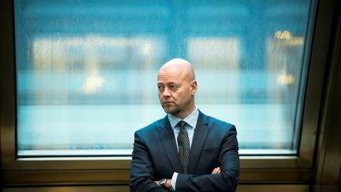 Oljefondssjef Yngve Slyngstad rådes av eksperter til å bygge opp et internt team som skal jakte på selskaper utenfor børs.