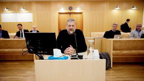 Bjarne Skeie satt hele mandag i vitneboksen i rettssaken mot tidligere sjef Christian Selmer i Skeie Energy, nå EPH.