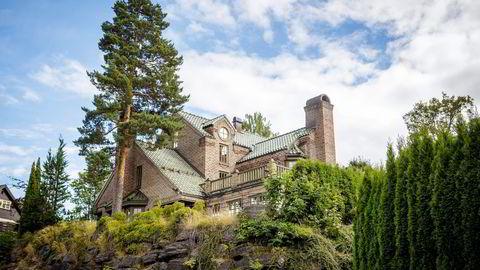 KUTTET 7,1 MILLIONER KRONER. Hallvard Flatlands villa på Nesøya ble opprinnelig lagt ut for 25 millioner kroner. Nå er prisen 17,9 millioner kroner.                   Foto: Gunnar Blöndal
