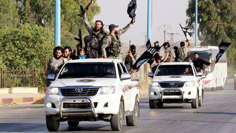 IS-flagg. Her fra Raqqa i 2014. Foto: Stringer/