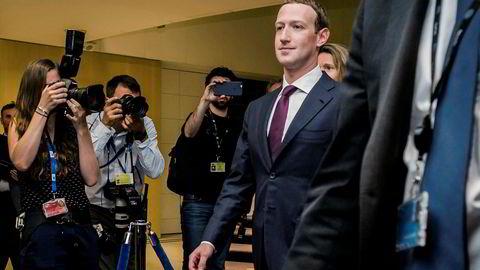 – Vi har lært masse siden 2016, da vi åpenbart var bakpå når vi trengte å forsvare oss mot stater som prøvde å påvirke, sa Mark Zuckerberg på tv-programmet Good Morning America i april. Her under en politisk høring i Washington.
