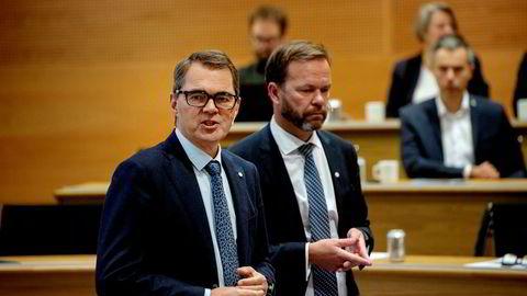 Hydro-sjef Svein Richard Brandtzæg (til venstre) og finansdirektør Eivind Kallevik legger torsdag frem selskapets resultater for fjerde kvartal.