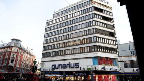 Høyblokken i Gunerius-kvartalet, som ble tegnet av arkitekt Jarle Berg og oppført i 1971, vekker ulike følelser.Thon Gruppen anser bygningene som utidsmessig og ønsker at de eksisterende bygningeee blir erstattet med nybygg. Foto: Melisa Fajkovic.