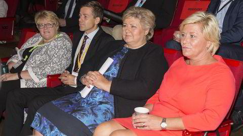 Partilederne Trine Skei Grande, Knut Arild Hareide, Erna Solberg og Siv Jensen var Perspektivkonferansen på torsdag før de beveget seg til statsministerboligen. Foto: Berit Roald/