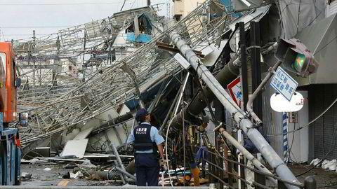 Store skader, som her i Osaka, etter tyfonen Jebi.