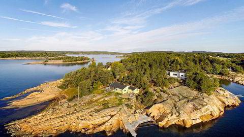 Overraskende nok ligger en av landets ti dyreste sjøhytter i Sarpsborg, nærmere bestemt på Søndre Karlsøy der man kan få litt over 100 kvadratmeter i sjøkanten for 15 millioner kroner. Foto: Aktiv Eiendomsmegling