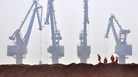 Jernmalm i en havn i Tianjin i Kina. Foto: REUTERS/Vincent Du/NTB SCANPIX