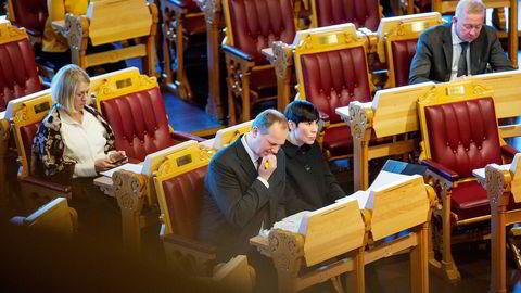 Ingen bannet da samferdselsminister Ketil Solvik-Olsen og forsvarsminister Ine Eriksen Søreide deltok i spontanspørretimen onsdag. Næringsminister Monica Mæland var også med. Foto: