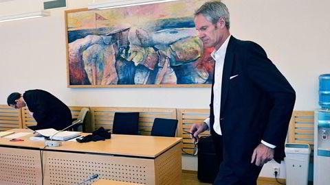 – Det var et selskap ute av kontroll, sier styreleder Anders Onarheim om North Energy. Tirsdag vitnet han i Alta tingrett i saken mot tidligere toppsjef Erik Karlstrøm. I bakgrunnen North Energys advokat Rasmus Asbjørnsen. Foto: Rune Ytreberg