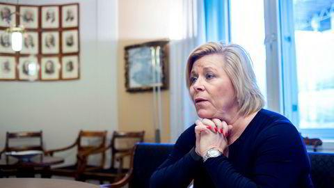 Finansminister Siv Jensen (FrP) mener skatteskjerpelsene fra Ap rammer både næringsliv og vanlige folk. Foto: