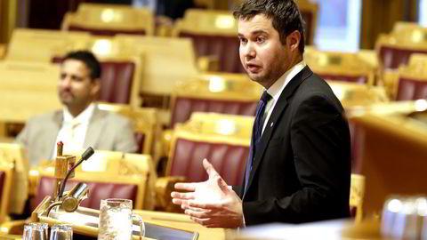 Senterpartiets Geir Pollestad tror de norske dagligvarekjedene er glade for at Stortinget har avvist lov om god handelsskikk, men mener fredagens vedtak er dårlig nytt for forbrukere og matprodusenter. FOTO: Vidar Ruud /