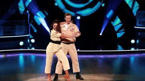 «Skal vi danse» samler fortsatt seere for TV 2. Her er fotballspiller Jan Gunnar Solli og dansepartneren Rikke Lund på parketten.