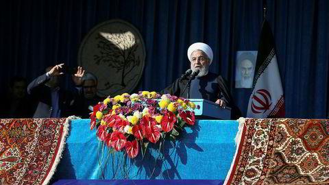 Irans president Hassan Rouhani taler til folket under en tur til byen Shahroud i Iran tirsdag.