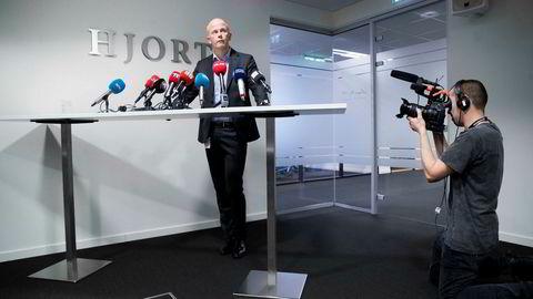 Hagen-familiens bistandsadvokat Svein Holden møtte pressen torsdag ettermiddag for å fortelle at de har hørt fra dem som skal ha bortført Anne-Elisabeth Hagen.
