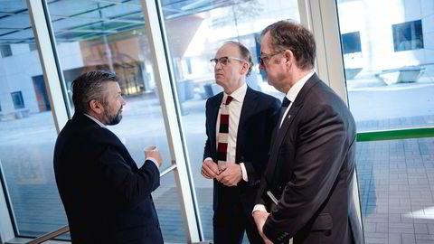 Svein Arild Steen-Mevold (til venstre) i Scandic Hotels Norge, Torgeir Silseth konsernsjef i Nordic Choice Hotels og Morten Thorvaldsen, administrerende direktør i Thon Hotels er bekymret for nettgigantenes økende markedsmakt.