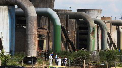 Myndighetene sendte fredag eksperter til kullkraftverket i Obilic nær Pristina for å undersøke ulykken. Foto: Reuters / NTB scanpix